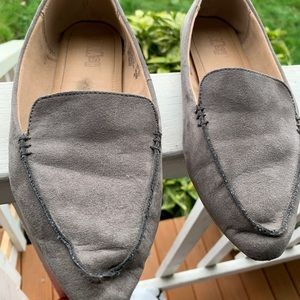 Brash Sueded Gray Pointy-Toe Flats